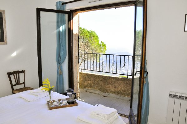 holiday-home-france-la-veranda-breakfast-in-bed