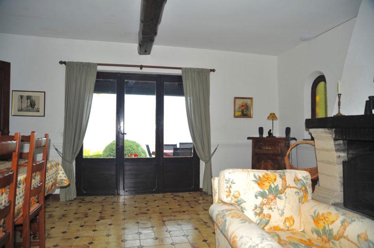 Villa-Rental-Provence-Mas-du-Chene-Livingroom-with-access-to-patio