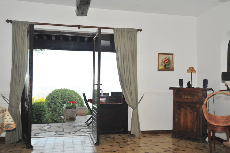 Villa-Rental-Provence-Mas-du-Chene-Livingroom-with-authentic-provencal-furniture