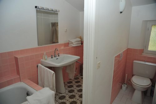 Holiday-Apartment-Eze-Bathroom.