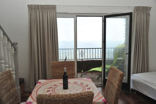 holiday-apartment-eze-livingroom