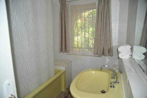 Holiday-Rental-Nice-Bathroom