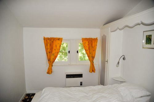provence-holiday-apartment-grasse-bedroom