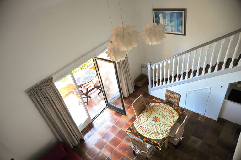 provence-holiday-apartment-grasse-stairs