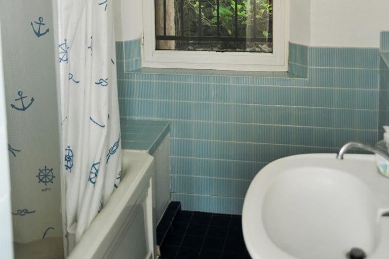 self-catering-gites-antibes-bathroom