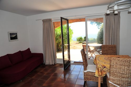 Vacation-Rent-Apartment-Saint-Tropez-Livingroom-2