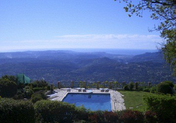 View of the pool and Côte d'Azur