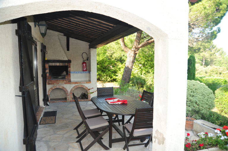 Villa-Rental-Provence-Mas-du-Chene-Patio-with-BBQ