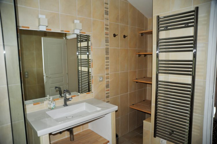 Côte-dAzur-Vacation-Apartment-St.Cesaire-Bathroom-1