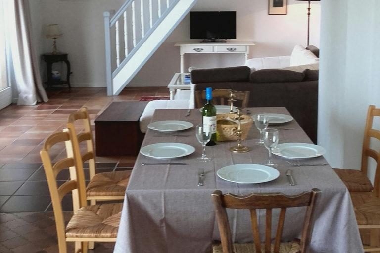 self-catering-gites-cabris-diningarea